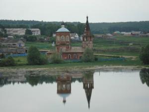 Пруд и церковь