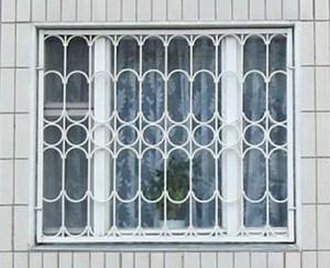 Окно с решёткой